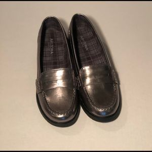 """ARIZONA JEANS COMPANY  """"RAVEN""""  loafers in size 8"""
